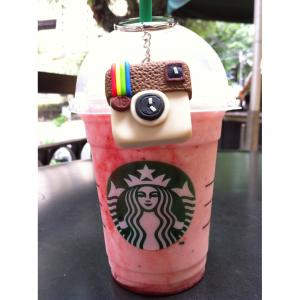 Foto de copo da Starbucks trabalhada